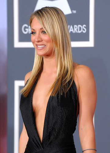 Kaley Cuoco wallpaper possibly containing a cocktail dress, a dinner dress, and a chemise titled  Kaley <3