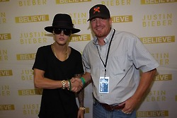 07.02.13 Justin Arrives At His Hotel In Oklahoma City+ RANDOM
