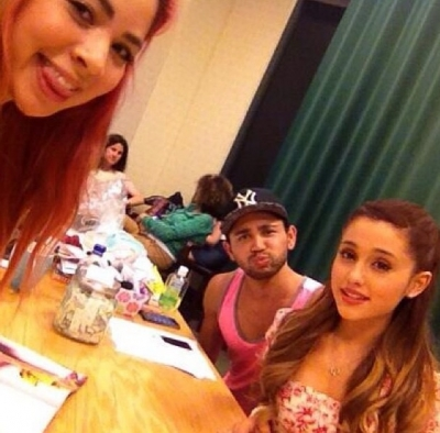 Ariana Grande Images 08 July Seventeen Signing At Barnes And Noble