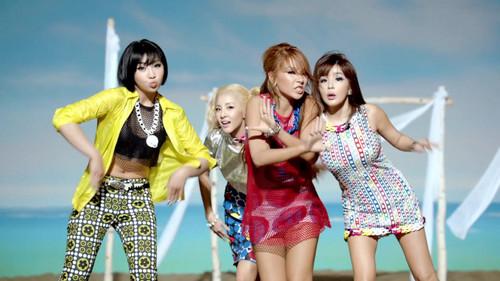 2NE1 - Falling in Love M/V screencaps