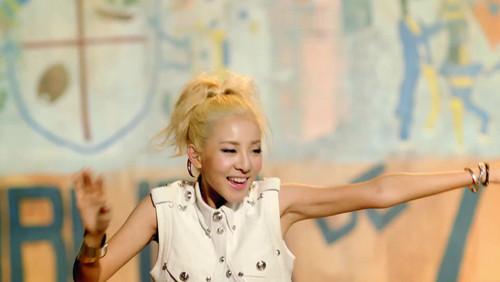 2NE1 - Falling in Любовь M/V screencaps