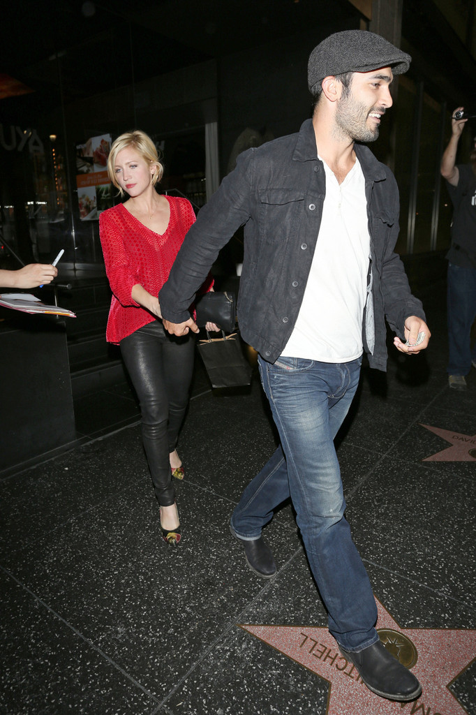 Brittany Snow and Tyler Hoechlin Out to bữa tối, bữa ăn tối