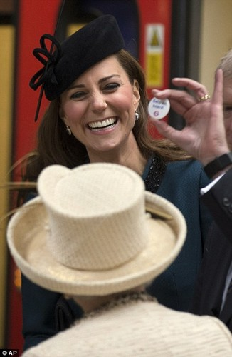 Kings and Queens wallpaper with a boater, a snap brim hat, and a fedora titled Catherine, Duchess of Cambridge