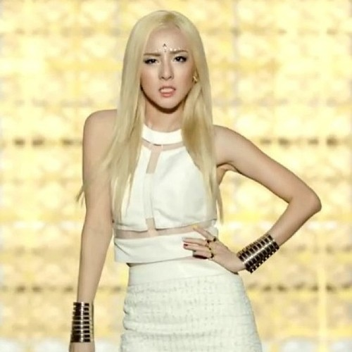 Dara - Falling In Love MV      - sandara-park Fan ArtDara Falling In Love Nails