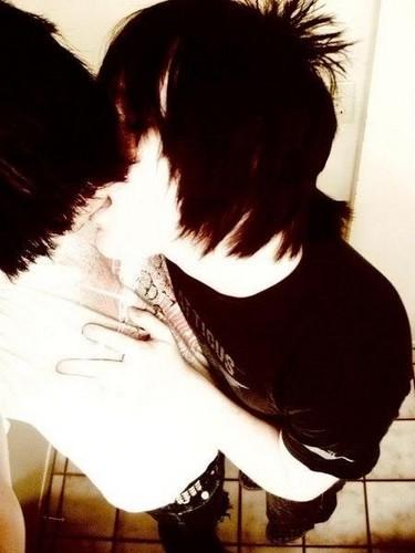 Emo boys halik :D <3 :*