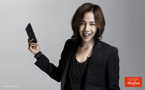 Jang Geun Suk Hintergrund probably containing a well dressed person called Geun Suk