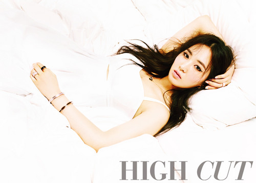Girls' Generation's Yuri and YoonA in 'High Cut'