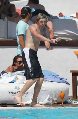 July 7th - Niall Horan At Ocean bờ biển, bãi biển Club In Marbella, Spain