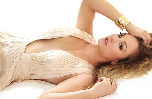 Kaley Cuoco wallpaper containing skin entitled Kaley <3