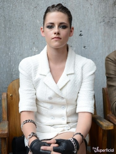 Kristen at the 2013 Chanel Couture Fashion প্রদর্শনী in Paris,France