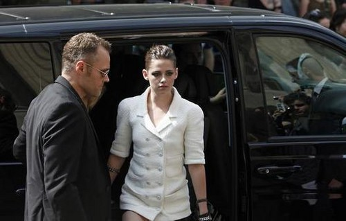 Kristen at the 2013 Chanel Couture Fashion दिखाना in Paris,France