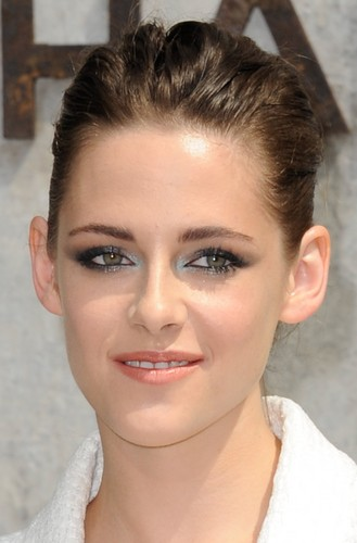 Kristen at the 2013 Chanel Fashion 显示 in Paris,France