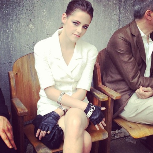 Kristen at the Chanel Couture mostrar 2013 Paris Fashion Week