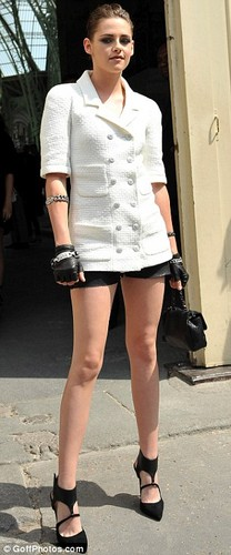 Kristen at the Chanel Couture 表示する 2013 Paris Fashion Week