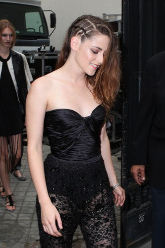 Kristen at the Zuhair Murad fashion 显示 on July 4,2013