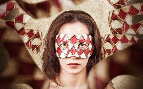 Masquerading Woman (Wallpaper)