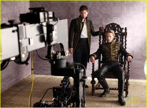 Reign [TV Show] wolpeyper called Reign - Behind The Scenes Photoshoot