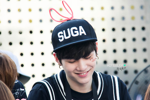 Suga (BTS) 壁紙 probably containing a ballplayer, an umpire, and a right fielder titled Suga (fantaken photos)