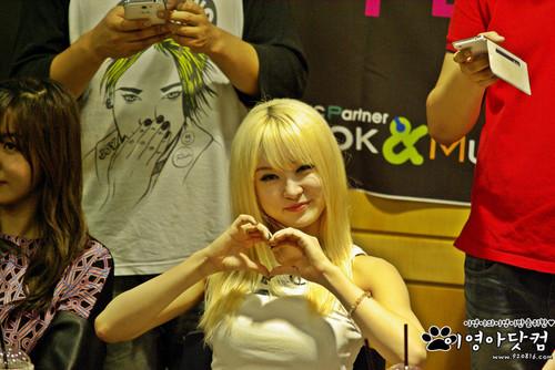 130713 আফটার স্কুল First প্রণয় অনুরাগী Sign Event - Eyoung