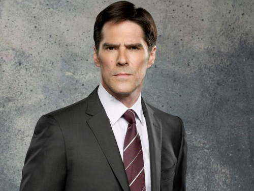 SSA Aaron Hotchner پیپر وال containing a business suit, a suit, and a double breasted suit entitled Aaron Hotchner