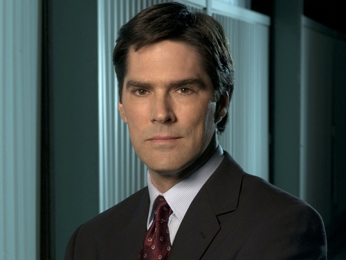 SSA Aaron Hotchner karatasi la kupamba ukuta with a business suit, a suit, and a three piece suit called Aaron Hotchner