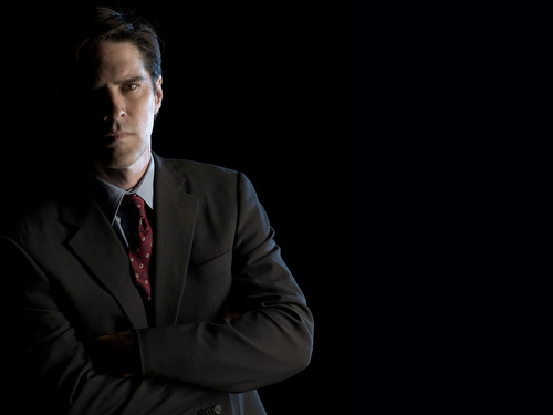 SSA Aaron Hotchner karatasi la kupamba ukuta with a business suit entitled Aaron Hotchner