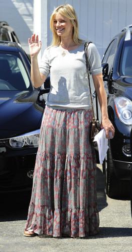 Amy Smart becomes golden goddess after arriving at a Hollywood salon July 10, 2013