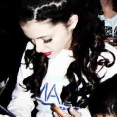 Ariana ikoni <33
