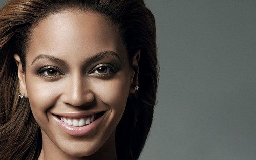 Beyonce wallpaper containing a portrait entitled Beyonce close up (2008)