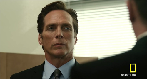 William Fichtner দেওয়ালপত্র with a business suit entitled Bill