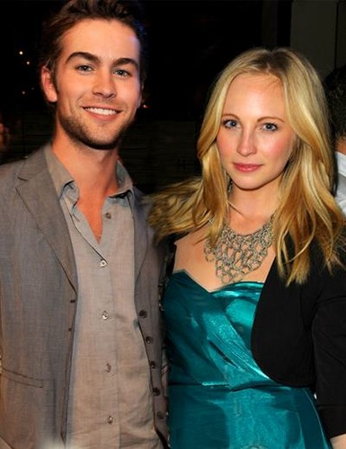 The CW kertas dinding probably with a well dressed person called Chace and Candice