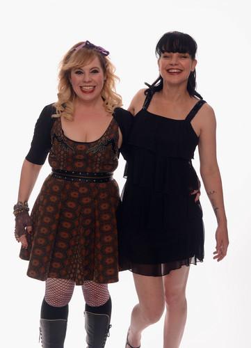 커스틴 뱅스니스 바탕화면 containing a playsuit and a hip boot entitled Kirsten Vangsness & Pauley Perrette