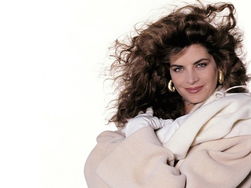 Kirstie Alley wallpaper probably with a portrait titled Kirstie Alley