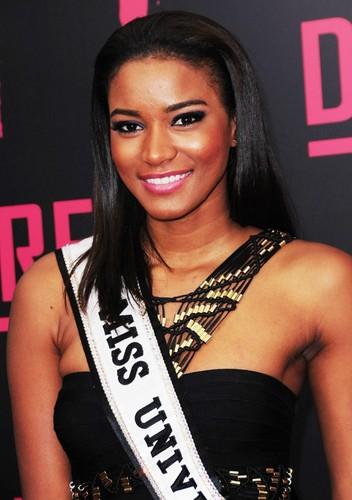 Leila Luliana da Costa Vieira Lopes Miss Universe 2011.