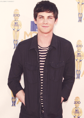 Logan Lerman <3