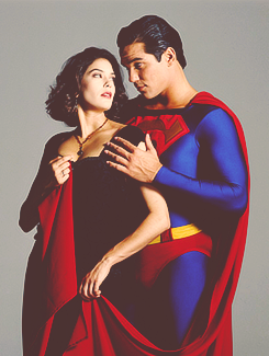 Lois&Clark-TNAOS wallpaper possibly containing a cena dress entitled Lois&Superman