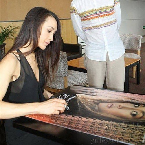 Maggie Q airborne Sohu awarded the título of Ambassador drama