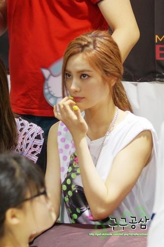 Nana (After School) - First प्यार प्रशंसक Signing Event Pics