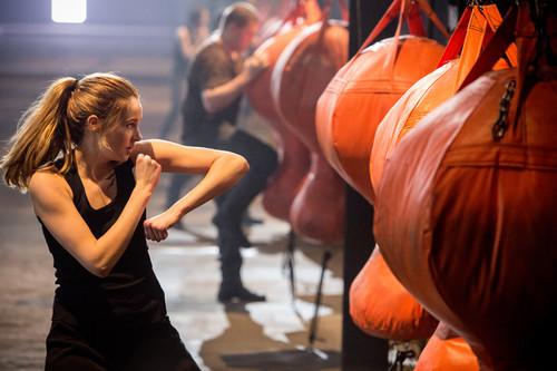 New Divergent Movie Stills + BTS фото