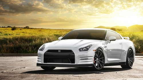 Nissan GT-R wallpapers.