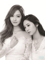 SNSD Jessica and f(x) Krystal's 写真 from 'STONEHENgE'