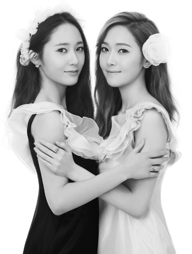 SNSD Jessica and f(x) Krystal's picha from 'STONEHENgE'