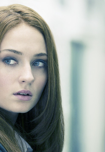Sophie Turner 【Panda Eyes】
