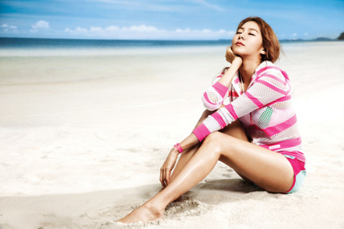 UEE Shows Her Flawless Figure For 'Le Coq Surfing'
