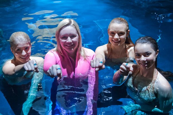 amy, erin, lucy & ivy in the moonpool
