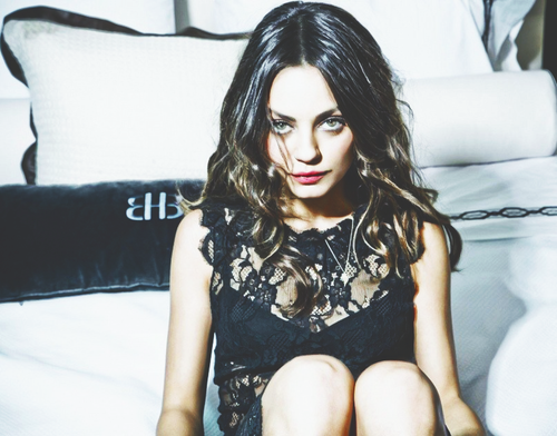 OZ: The Great and Powerful wallpaper possibly containing bare legs, a playsuit, and a living room entitled mila kunis