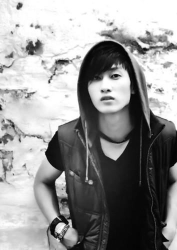 Lee Hyukjae / Lee Eunhyuk پیپر وال possibly with a ڈاکو, ہڈ entitled ☆ Lee Hyukjae ☆