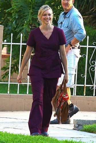 Amy Smart becomes golden goddess after arriving at a Hollywood salon with straggly July 10, 2013