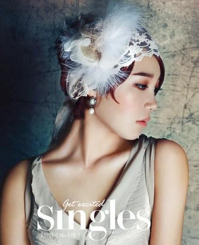 Apink's Naeun & Eunji for Singles Magazine Aug 2013 Edition