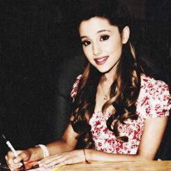 Ariana <33 :)